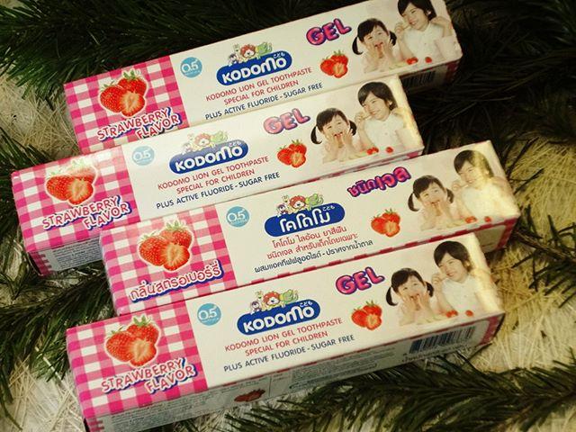 Детская тайская зубная паста – гель с клубникой Kodomo  Ксилитол в составе пасты помогает предотвратить кариес, препятствует образованию зубного налёта, обладает антибактериальным свойством.  Сохраняет прочность и целостность молочных зубов. Паста не содержит сахара. Подходит для детей от 5 месяцев.#детскаязубнаяпаста #длядетей #уходзазубами #тайскаязубнаяпаста#здоровье #уходзасобой #дети #зубы #стоматология #скидка #красотаприроды #тайскиетовары #товарыизтаиланда #изтаиланда #изтайланда #втаиланде #интернетмагазин #изтаиландаслюбовью #тайскаякосметика #косметикаизтаиланда #Thailand #Красноярск #Новосибирск #сабайшоп #сабайшопкрасноярск #sabaishop #нравится #зима #новыйгод